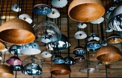 Authentieke lampen in een koffie stock afbeelding