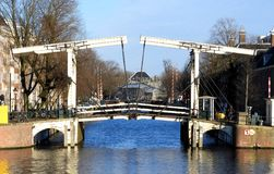 Authentieke ophaalbrug in Amsterdam Stock Fotografie