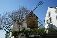 Authentieke oude windmolen in Parijs Montmartre Royalty-vrije Stock Afbeeldingen