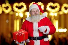 Authentieke Santa Claus met huidige doos Royalty-vrije Stock Afbeeldingen