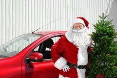 Authentieke Santa Claus met Kerstboom Stock Foto
