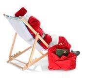 Authentieke Santa Claus-zitting op een ligstoel Royalty-vrije Stock Fotografie