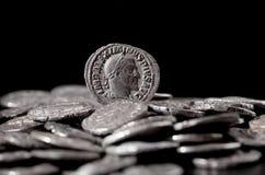 Authentieke zilveren muntstukken van oud Rome Stock Afbeeldingen