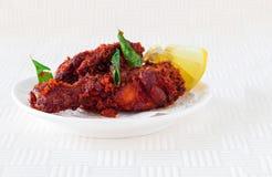 Authentischer indischer Hühnerfischrogen mit Gewürzen, Curryblatt und Kokosnuss Stockfotos