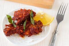 Authentischer indischer Hühnerfischrogen mit Gewürzen, Curryblatt und Kokosnuss Lizenzfreie Stockfotografie