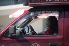 Autista del taxi rosso Chiang Mai Servizio in città ed intorno Fotografia Stock Libera da Diritti