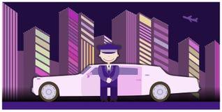 Autista delle limousine che sta diritto davanti all'automobile Fotografia Stock