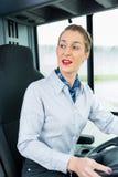 Autista di autobus femminile nel sedile di driver Fotografie Stock