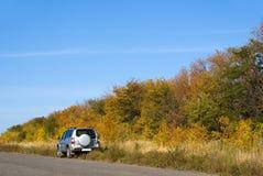 Auto aan de kant van de weg Stock Fotografie