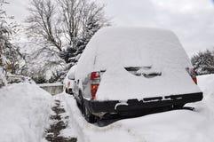 Auto abgedeckt mit Schnee Lizenzfreie Stockbilder