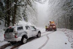 Auto acidente na neve imagem de stock