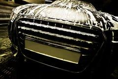 Auto auf Autowäsche Stockbilder