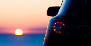 Auto auf dem Strand-Panorama Lizenzfreies Stockfoto