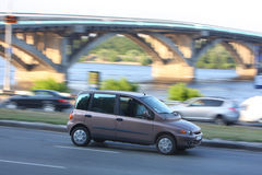 Auto auf der Straße Stockfotografie