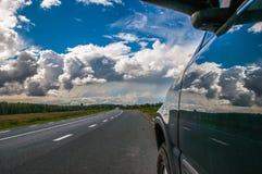 Auto auf der Straße Lizenzfreie Stockfotografie