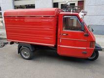 Auto auf drei Rädern, rote Farbe Lizenzfreie Stockfotografie