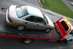 Auto auf einem Tieflader stockfoto