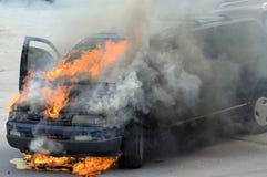 Auto auf Feuer! Lizenzfreies Stockfoto
