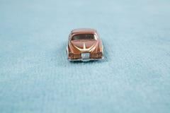 Auto auf Teppich Lizenzfreie Stockbilder