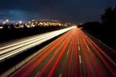 Auto beleuchtet Bewegung lizenzfreies stockbild