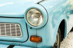 Auto beleuchtet Blau Stockfotos