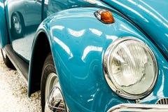 Auto beleuchtet Blau Stockbilder