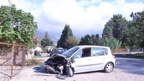 Auto betrokken bij een neerstorting stock videobeelden