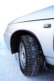 Auto bij sneeuw Stock Foto's