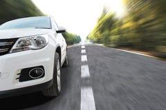 Auto bij snelheid Stock Afbeeldingen