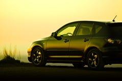 Auto bij Zonsondergang Royalty-vrije Stock Afbeeldingen