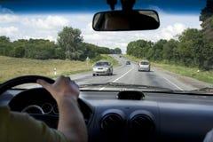Auto binnen landelijke weg Stock Foto