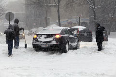 Auto in Bronx in sneeuw tijdens blizzard Jonas wordt geplakt die Royalty-vrije Stock Fotografie