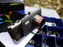 Auto camcorder vertoning Geïnstalleerd binnen de auto op het windscherm om te registreren wat op de weg gebeurt stock afbeeldingen