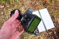 Auto camcorder vertoning Videorecorder om de verkeerssituatie te registreren terwijl het drijven van uw auto stock afbeelding