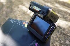 Auto camcorder vertoning Videorecorder om de verkeerssituatie te registreren terwijl het drijven van uw auto royalty-vrije stock foto