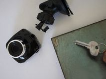 Auto camcorder vertoning Videorecorder om de verkeerssituatie te registreren terwijl het drijven van uw auto stock fotografie