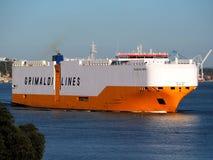 Auto-carrier 'Grande die Baltimora 'Haven verlaten stock afbeelding