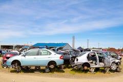 Auto cemitério de automóveis da jarda do salvamento Fotografia de Stock