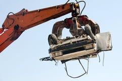 Auto, das an der Zerquetschung des Yard zerquetscht lizenzfreies stockbild