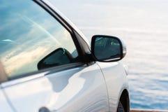 Auto, das draußen parkt lizenzfreies stockbild