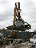 Auto, das am Schrott-Yard aufbereitet lizenzfreies stockfoto
