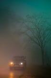 Auto in de mist Stock Afbeeldingen
