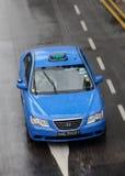 Auto in de regen royalty-vrije stock afbeelding
