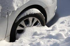 Auto in de sneeuw Royalty-vrije Stock Fotografie