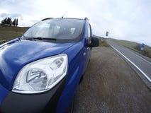 Auto in de straat wordt tegengehouden die Gebroken auto Stock Fotografie