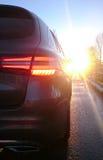 Auto in de vroege ochtendwinter Royalty-vrije Stock Afbeeldingen