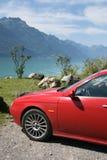 Auto in den Schweizer Bergen Stockfotos