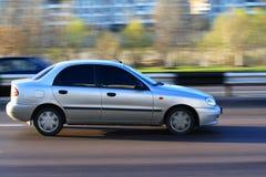 Auto in der Bewegung Stockfotos