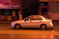 Auto in der Bewegung Lizenzfreies Stockbild