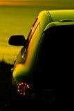 Auto an der Dämmerung stockbilder